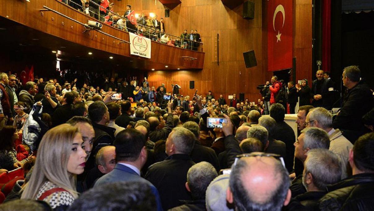 Adana'da EYT'liler Salona Sığmadı
